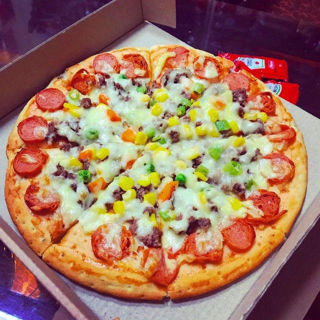 Cách làm pizza bò xúc xích phô mai