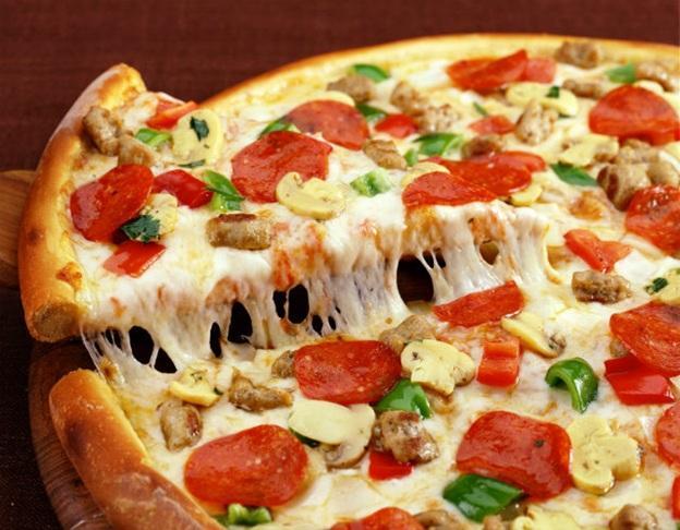 Cách làm pizza xúc xích phô mai tại nhà